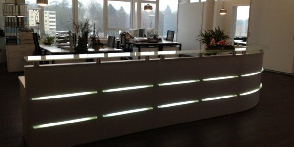 Referenz Schweiz Theke mit Beleuchtung
